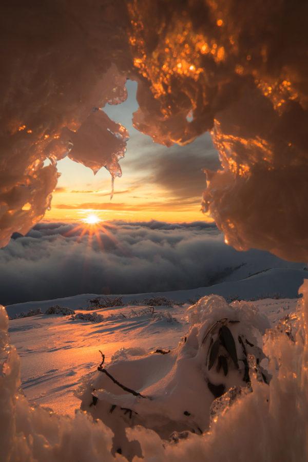 Coucher de soleil sur une mer de nuage à Hotham, Australie