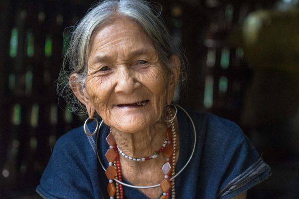 Portrait d'une vieille femme vietnamienne
