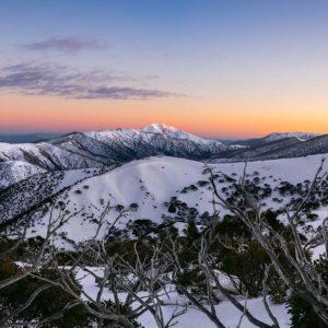Lever de soleil sur le mont Feathertop à Hotham, Australie