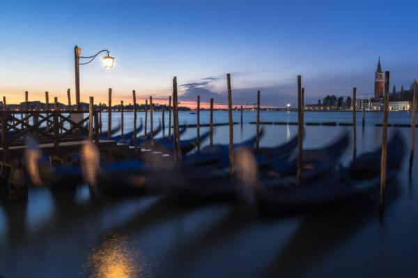 Gondoles au petit matin, Venise, Italie