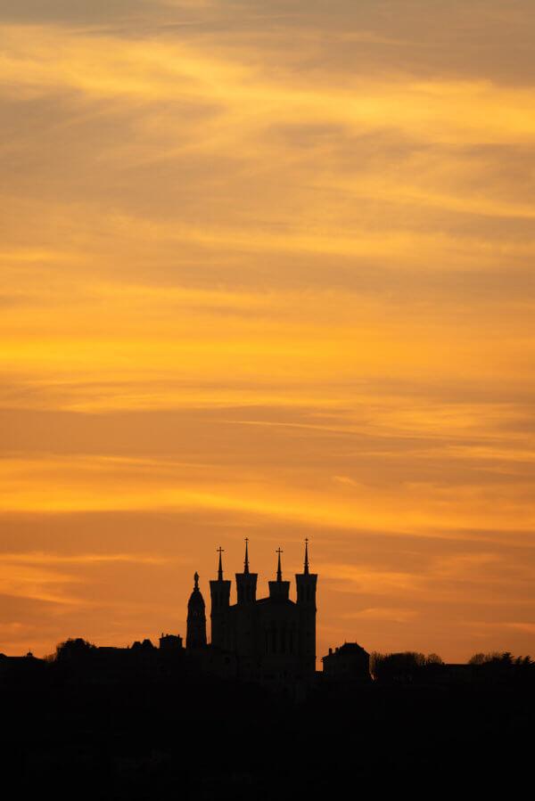 Un magnifique coucher de soleil sur la Basilique de Fourvière
